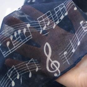 Pañuelo circular partitura azul