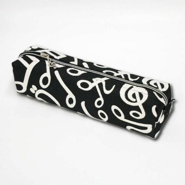 Estuche con cremallera con decoración de notas musicales. Color blanco y negro