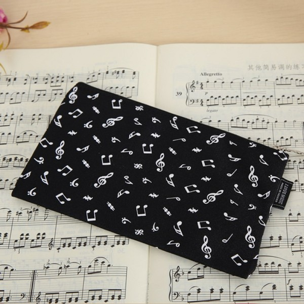 Estuche de nylon con decoración de notas musicales. Color negro