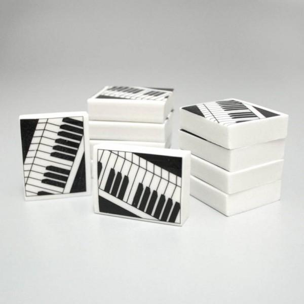 Goma de borrar con diseño musical de Piano. Pack de 10 unidades.
