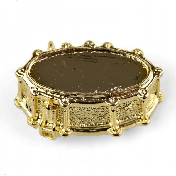 Pin para poner en la solapa, de color dorado y modelo musical de Caja de Batería. Caja incluida.