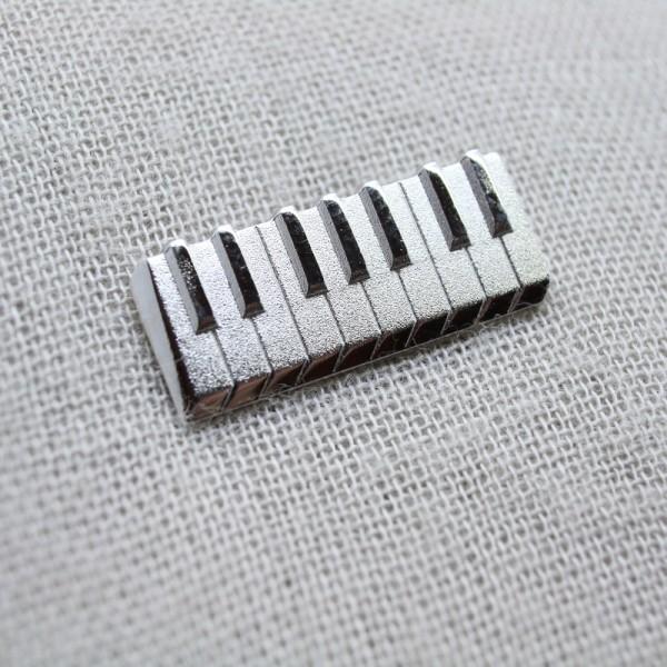 Pin musical en 3 dimensiones con forma de Teclado