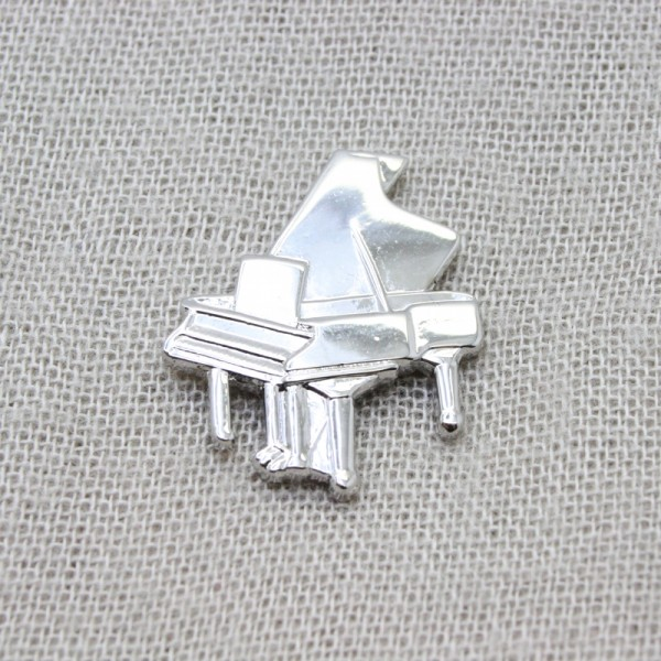 Pin musical con forma de Piano