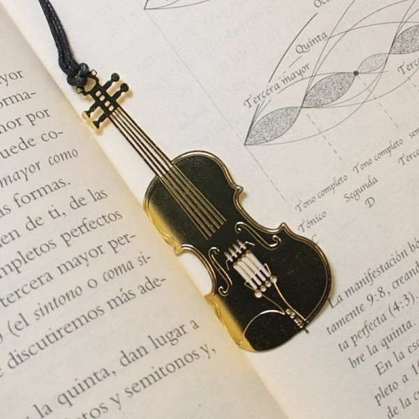 Punto de libro dorado con forma de violín