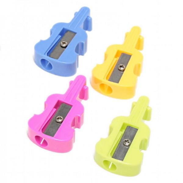 Sacapuntas de plástico con forma de violín. 4 colores diferentes a escoger.