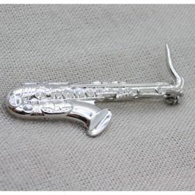 Sax brooch