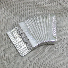 Accordion brooch